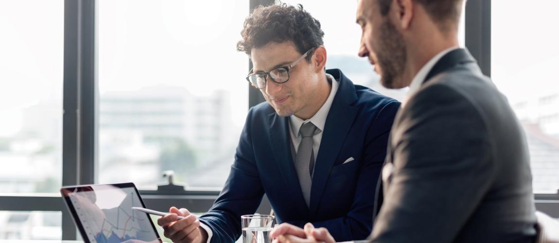 Com que frequência você faz reuniões?